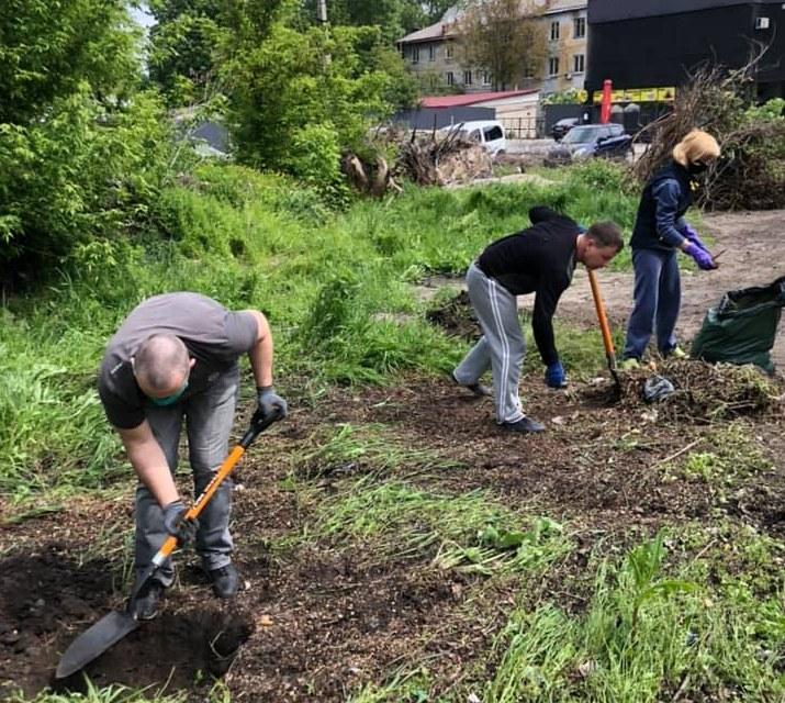 В Днепре волонтеры расчистили мусорные джунгли (ФОТО, ВИДЕО)
