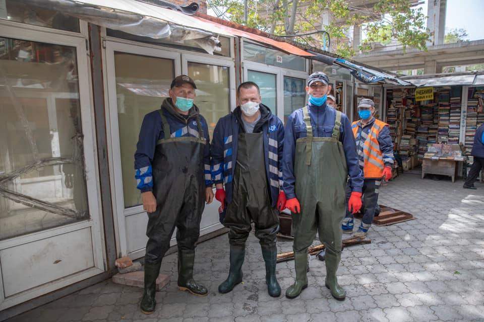 Филатов спустился в подземный коллектор под Днепром (ФОТО)