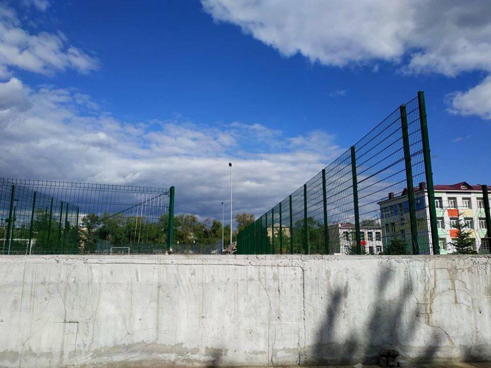 В Днепре сломали спортивную площадку