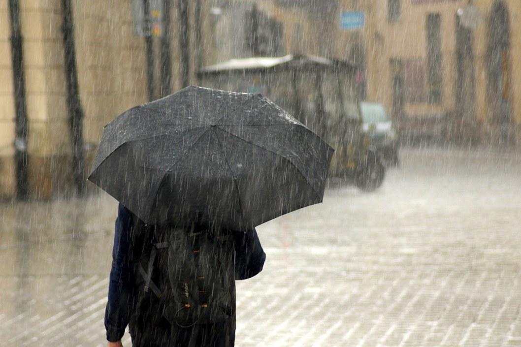 Украину накрыл циклон Izolde: когда ждать потепления в Днепре