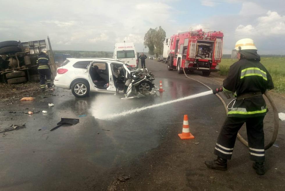 На трассе «Днепр-Никополь» серьёзная авария: пострадала семья с трёхлетним ребёнком (ФОТО, ВИДЕО)