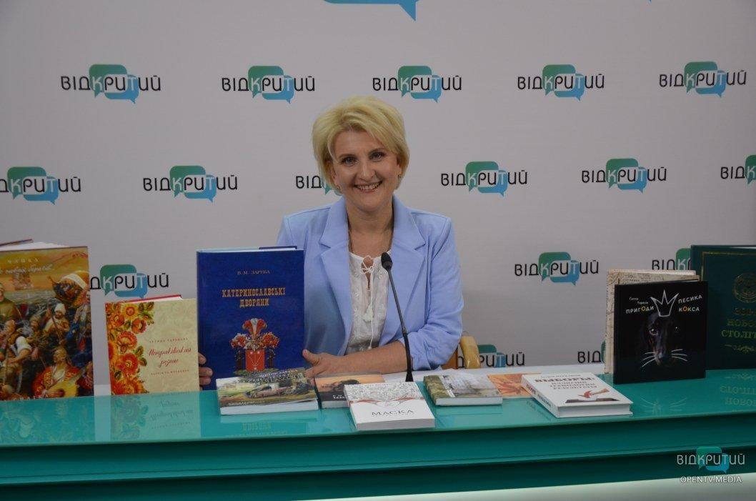 26 травня День працівників видавництв, поліграфії і книгорозповсюдження: як працюють видавництва Дніпра
