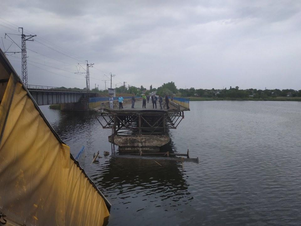 Возле Никополя фура упала в реку: что известно на сейчас (ВИДЕО)