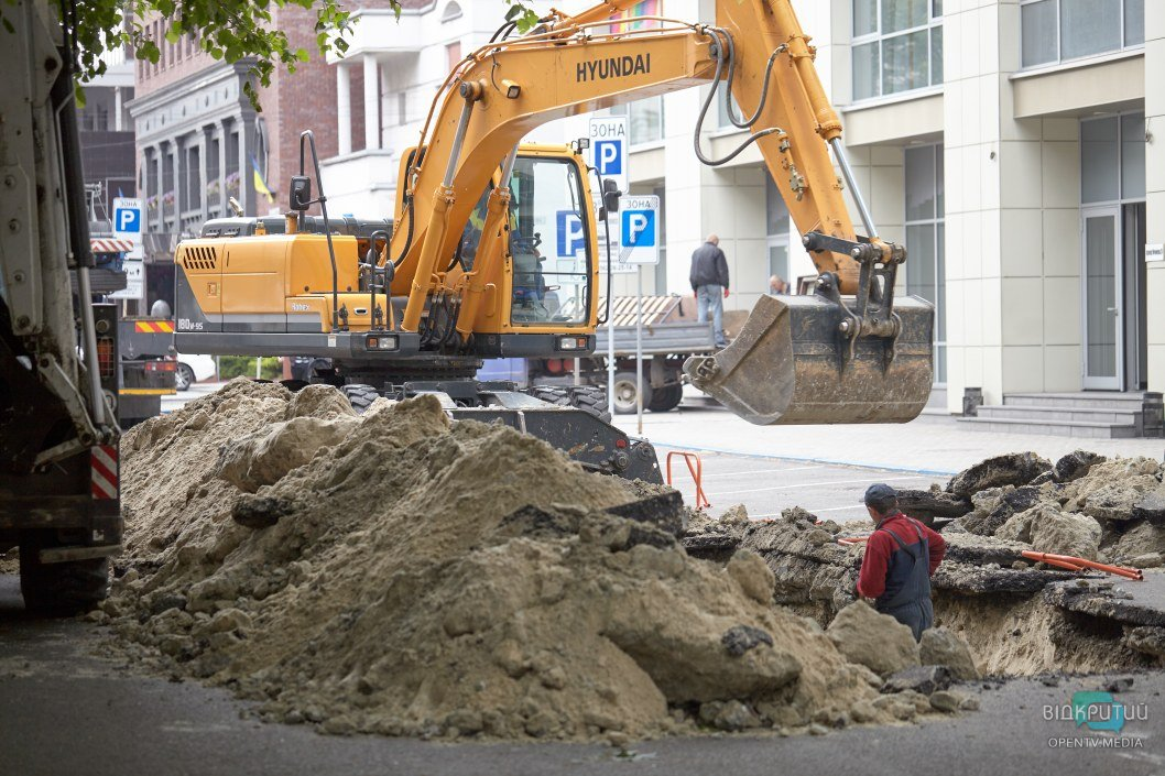 В Днепре перекрыли улицу Мечникова на пару недель: что там происходит (ФОТОРЕПОРТАЖ)