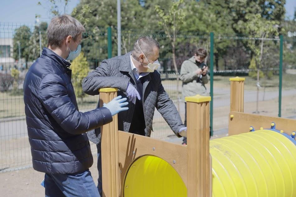 Как в Индустриальном районе Днепра ремонтируют дороги и строят детские площадки