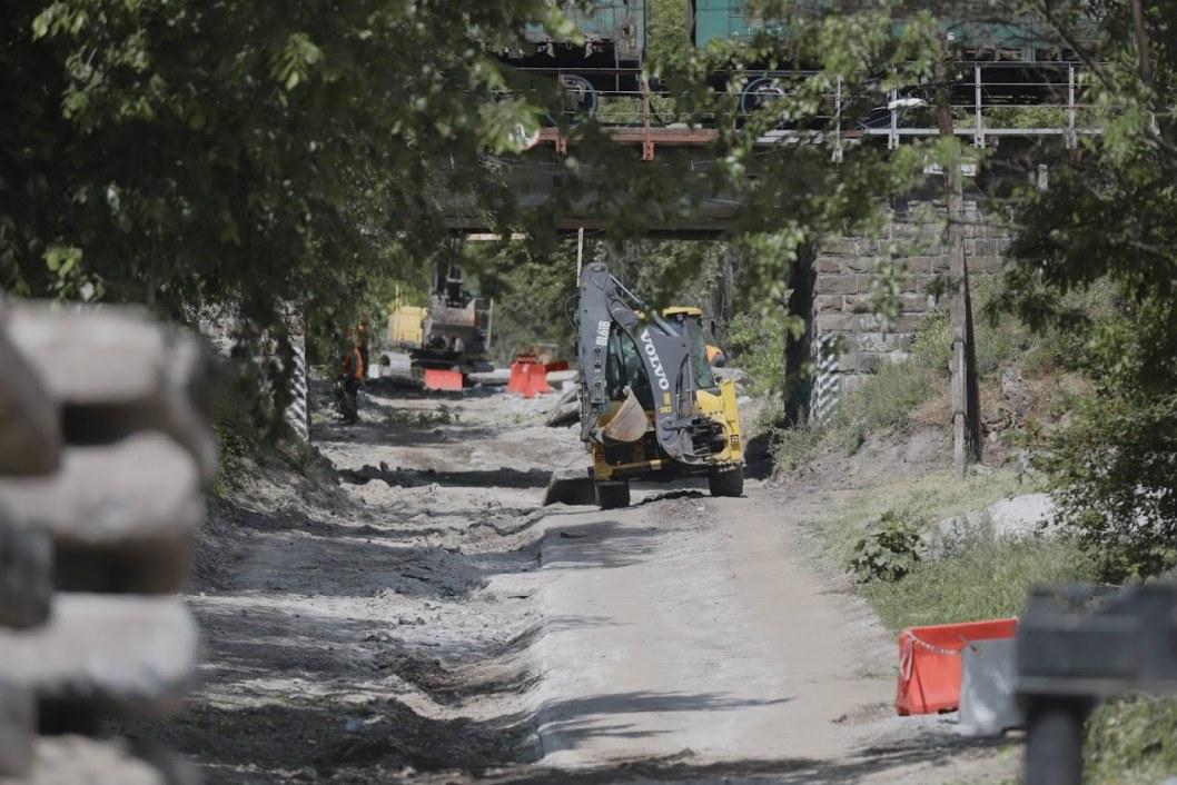 В Днепре перекрыли Крестьянский спуск: когда закончится ремонт (ФОТО)