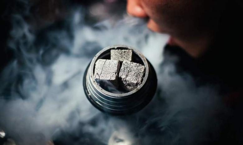 Депутаты Днепра просят Верховную Раду запретить рекламу сигарет и кальяна