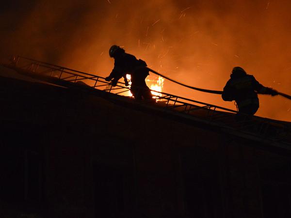 На Днепропетровщине пожар уничтожил несколько хозяйственных зданий (ФОТО)