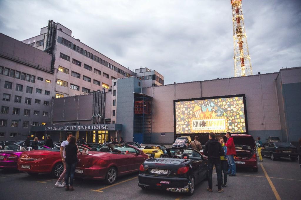 Просмотр фильмов не выходя из машины: в Днепре пройдет автокинотеатр