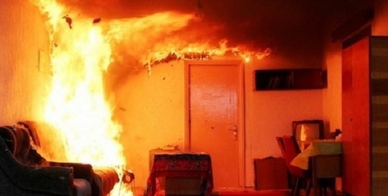 Утренний пожар на Новокрымской в Днепре: в сгоревшей квартире обнаружен труп