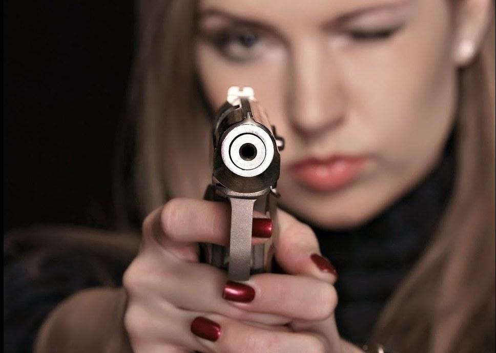 Ночной конфликт в Кривом Роге: девушка расстреляла прокурора