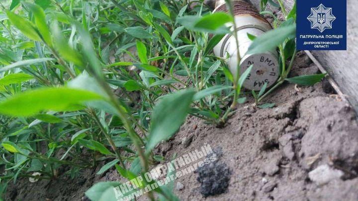 В Днепре мужчина обнаружил боевой снаряд возле своего дома