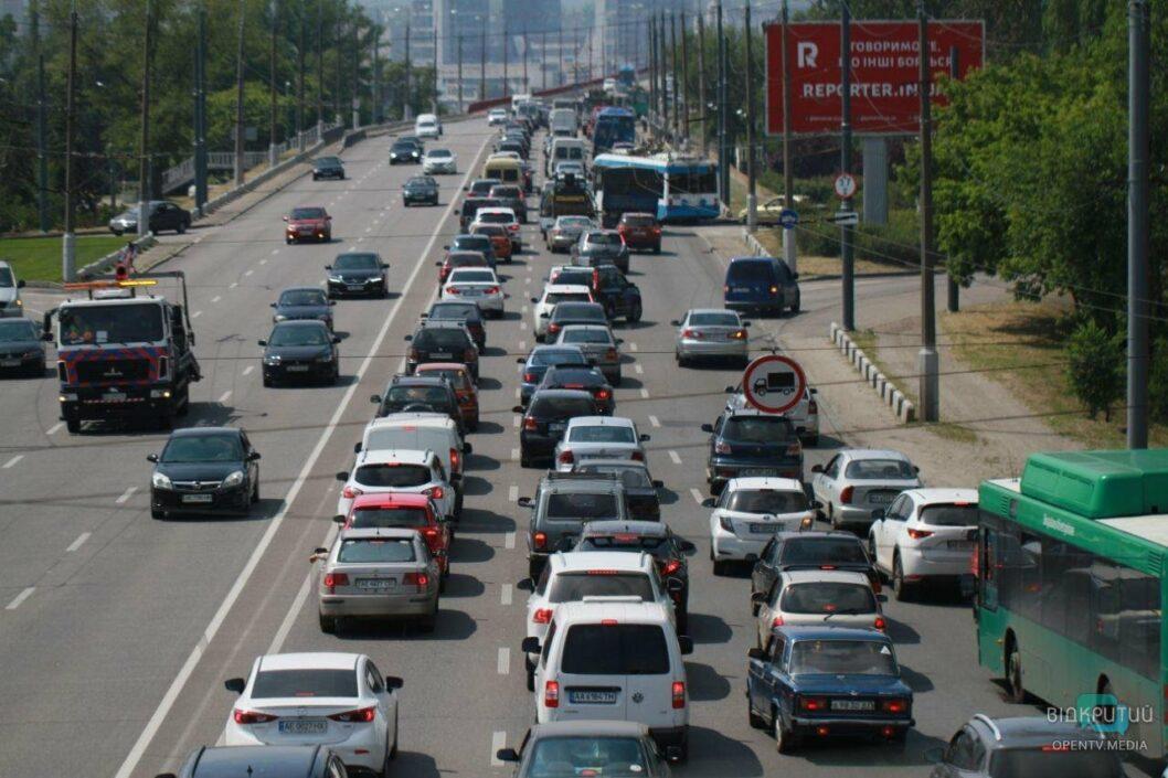 Пробка в 5 км: ДТП из 4 машин на Новом мосту в Днепре парализовало движение (ФОТО, ВИДЕО)