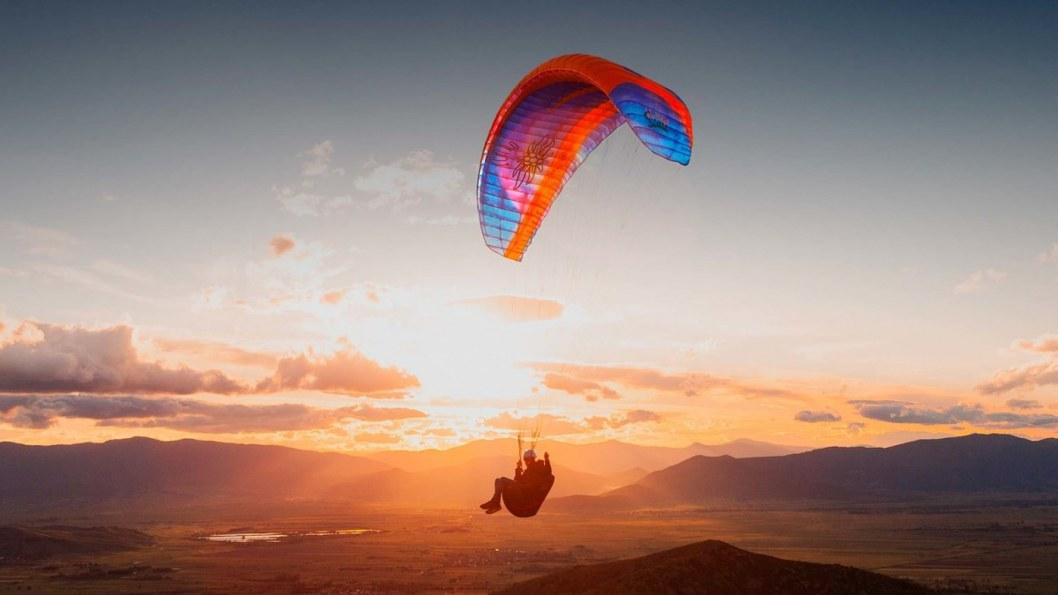 Одиночный прыжок в Днепре с парашютом