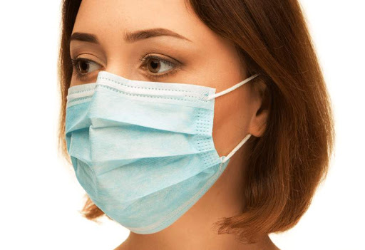 Под Днепром воспитательницы детского садика бесплатно шьют маски (ВИДЕО)