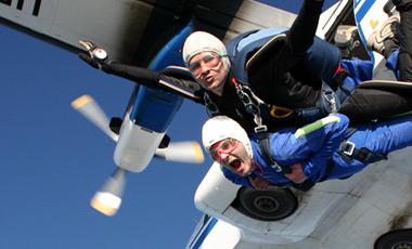 Где и как можно прыгнуть с парашютом в Днепре