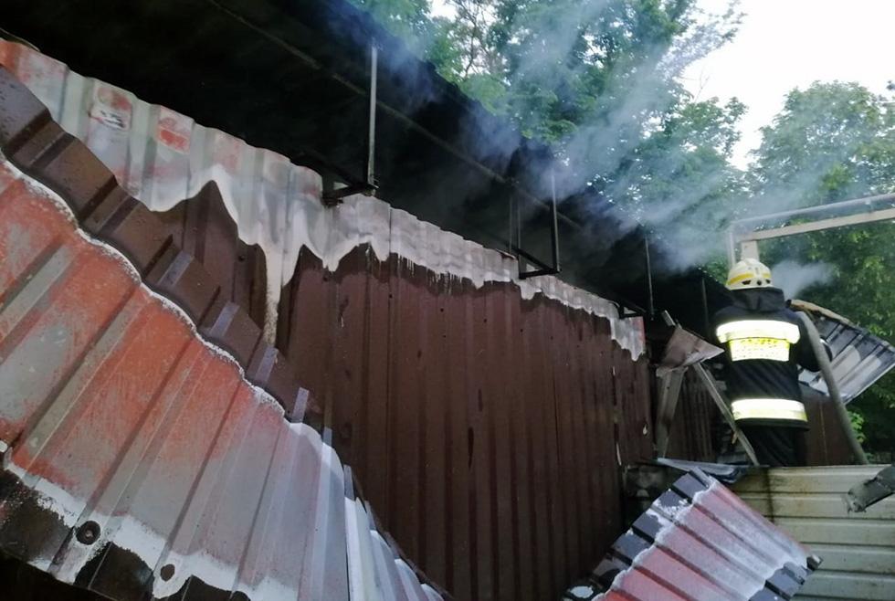 В Днепре загорелось кафе (ФОТО, ВИДЕО)
