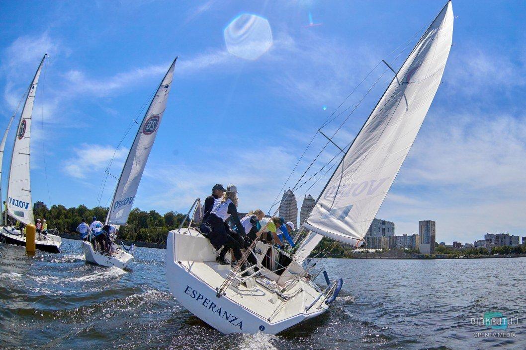 Выходные на яхтах: как в Днепре проходят соревнования по парусному спорту (ФОТО, ВИДЕО)