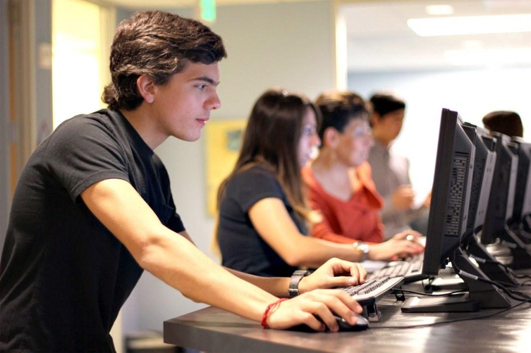 Инвестиции в образование: IT-компании Днепра подарили ДНУ 25 новых компьютеров (ВИДЕО)