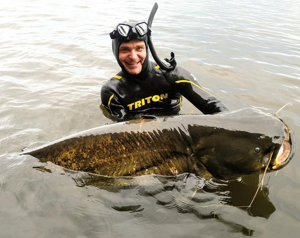 Днепровский блогер поймал гигантского сома: размеры впечатляющие