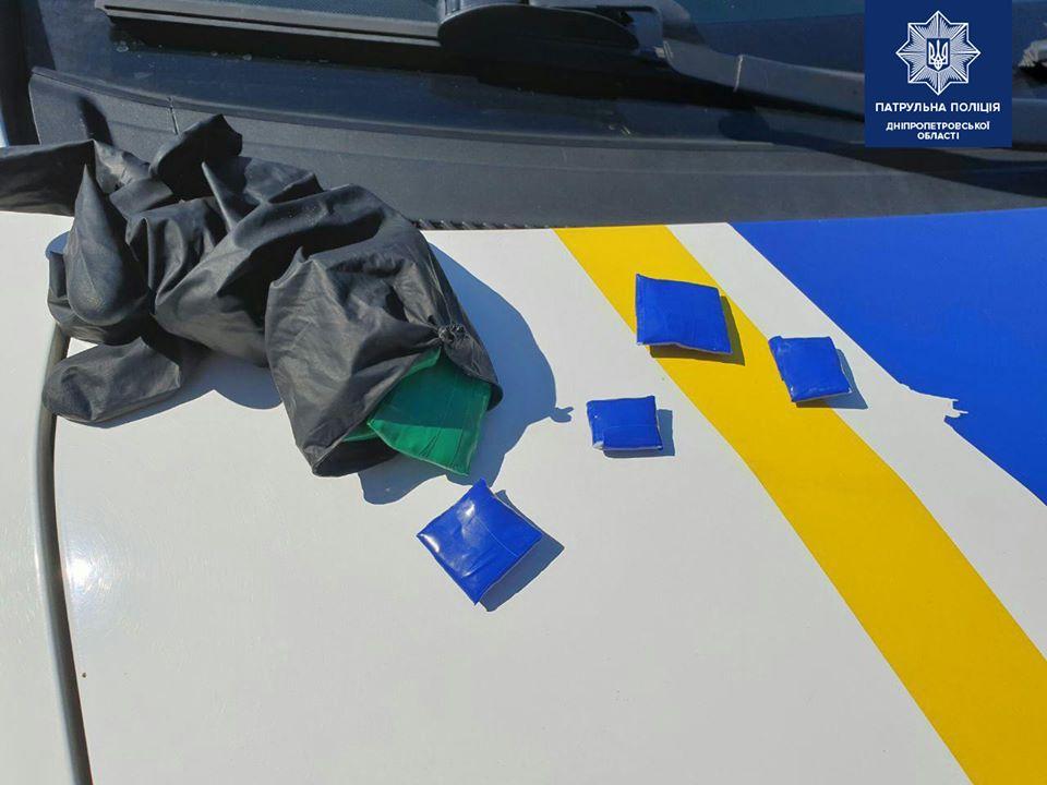 В Днепре поймали юную закладчицу наркотиков