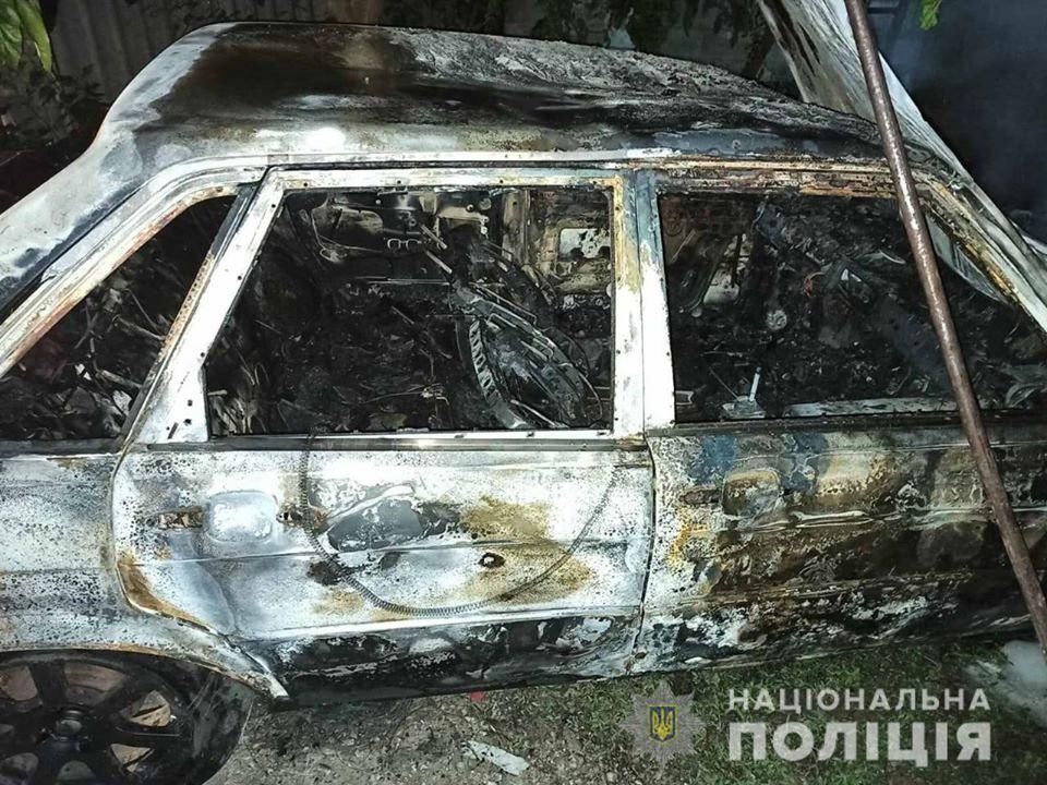 Мстительный ревнивец: на Днепропетровщине мужчина поджег машину (ФОТО)