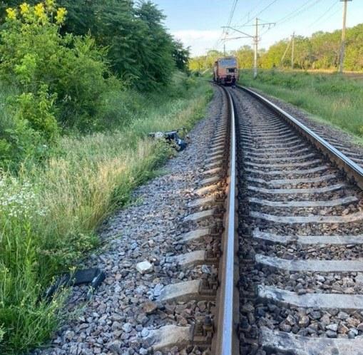 Бабушка недосмотрела: в Днепре поезд сбил коляску с ребенком