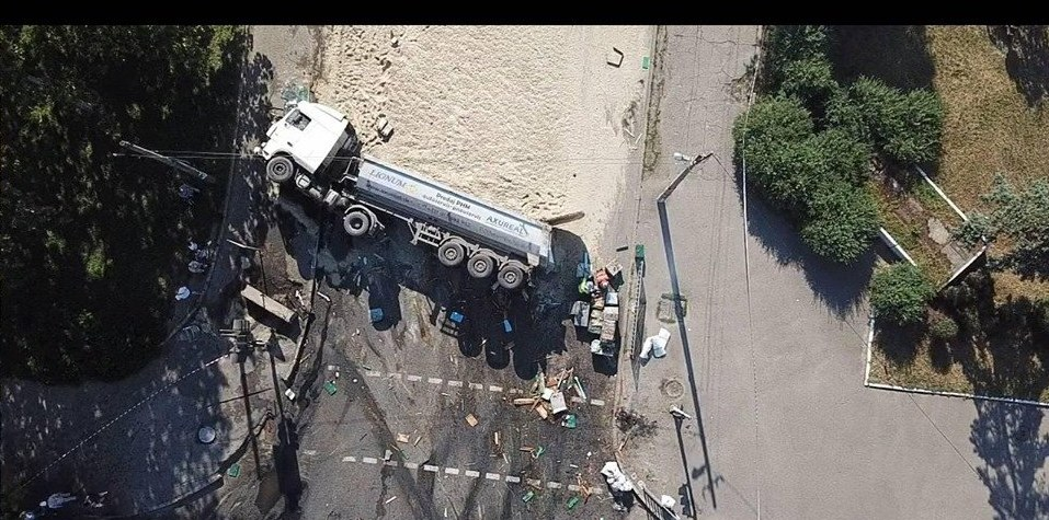 ДТП с фурой в Днепре: водитель и ребенок погибли (ФОТО, ВИДЕО)