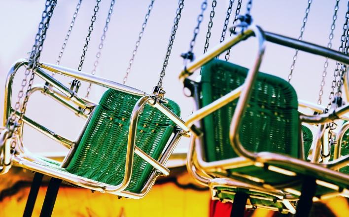 В Днепре на Тополе с детской площадки украли качели (ФОТО)