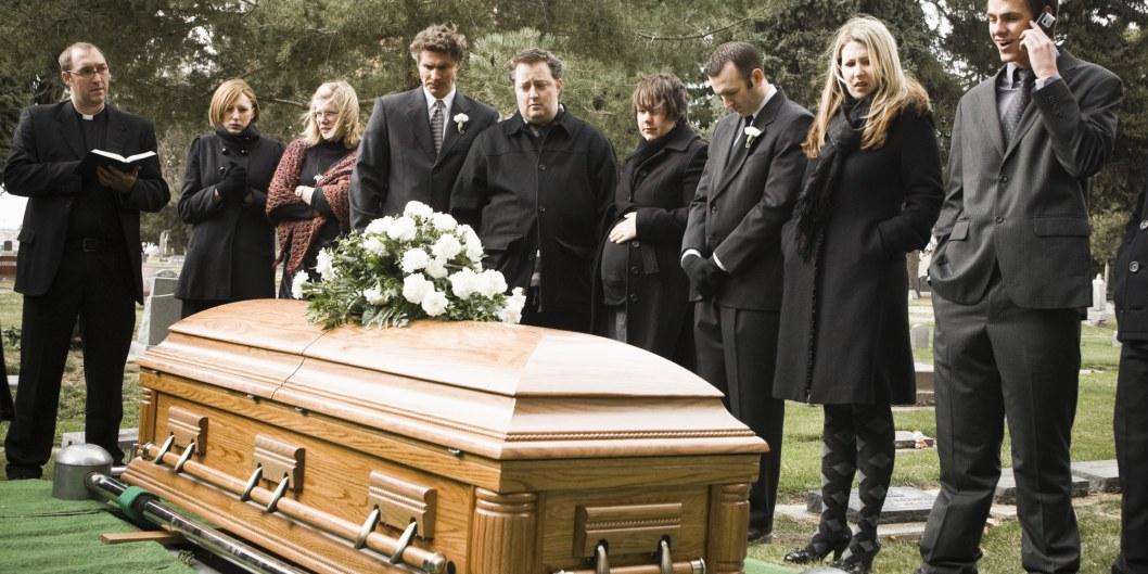 Скорбное дело: в Днепре установят расценки на похороны