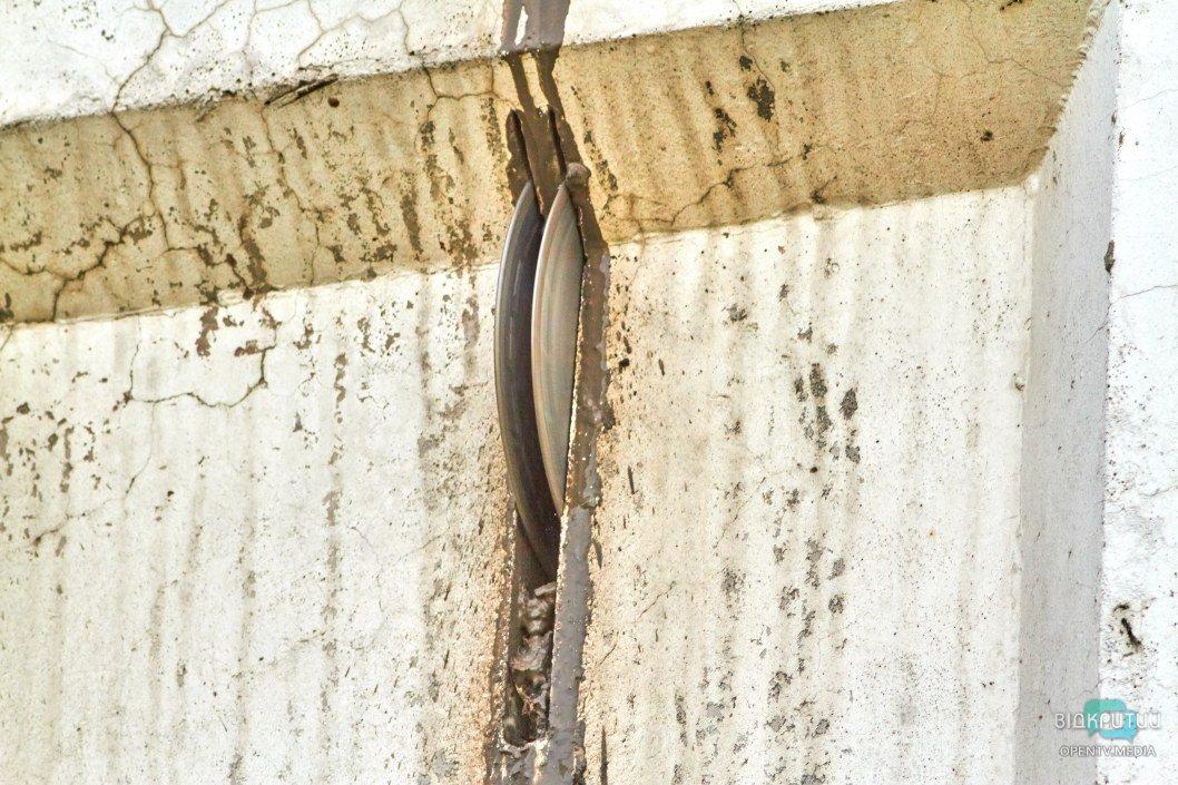 в Днепре женщина вырезала часть несущей стены ради красивого окна