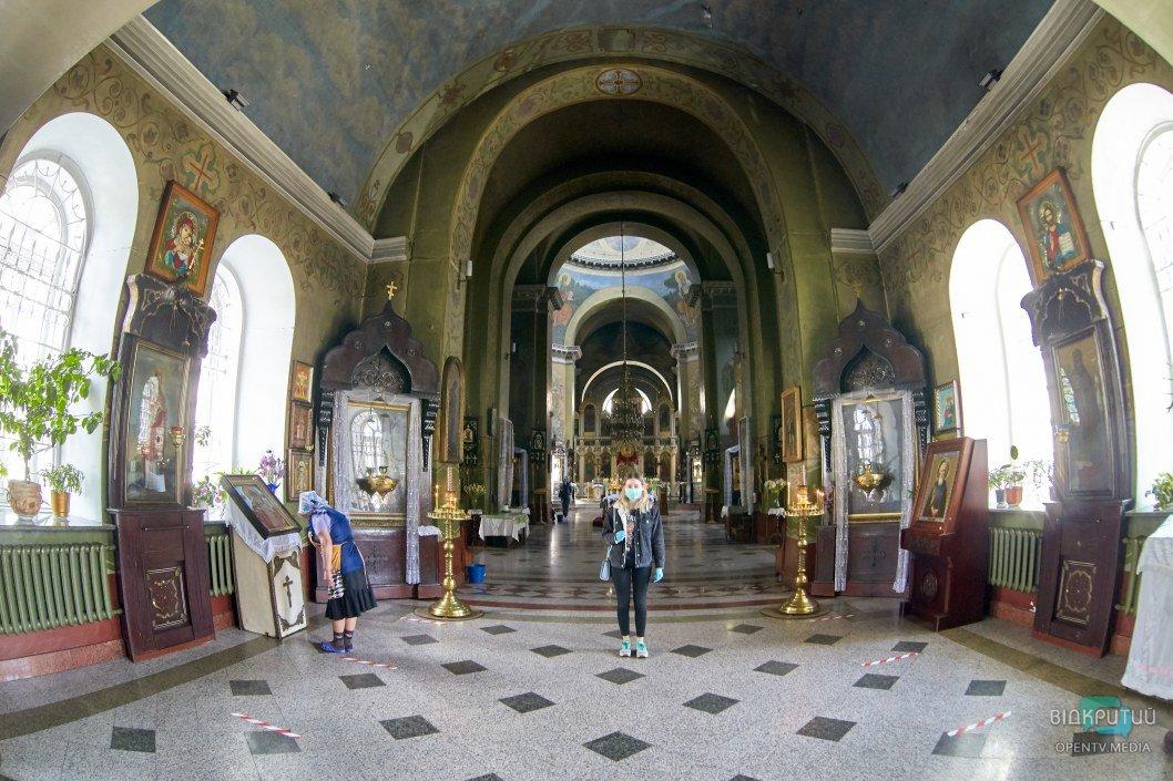 Вместо похода в церковь: где посмотреть онлайн-богослужения на Троицу в Днепре