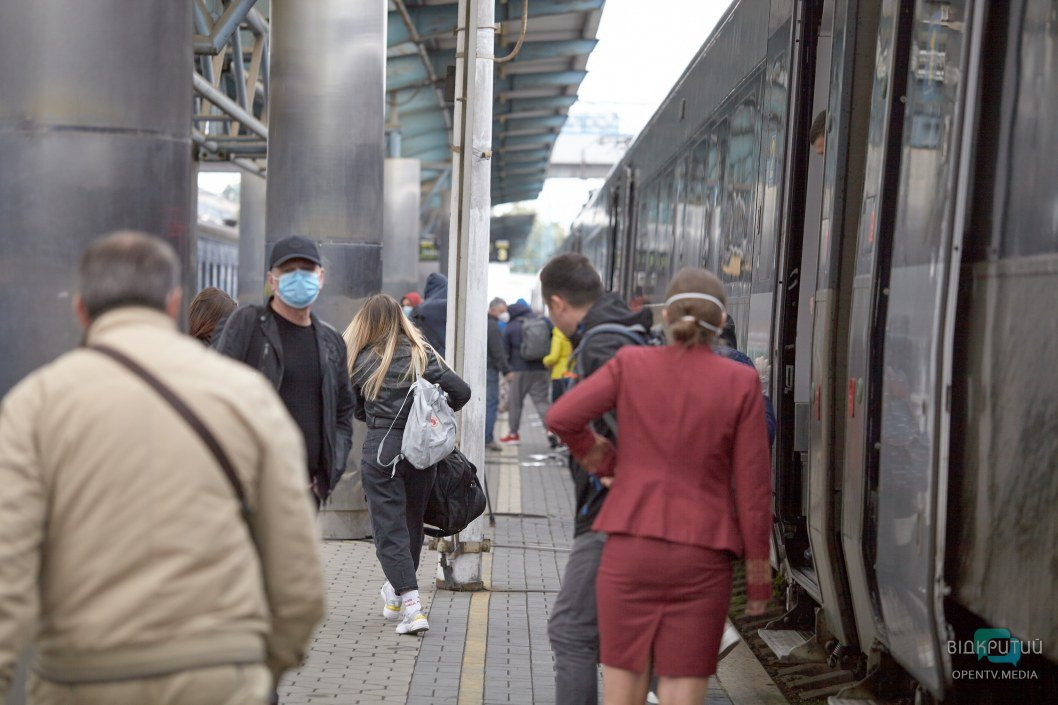 В Днепре поезда возобновили движение: что изменилось (ФОТОРЕПОРТАЖ)
