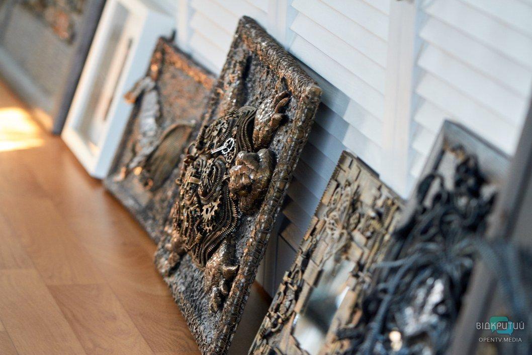 Днепр из микросхем и техно-черепаха: рукодельница создает картины в стиле стимпанк (ФОТО)