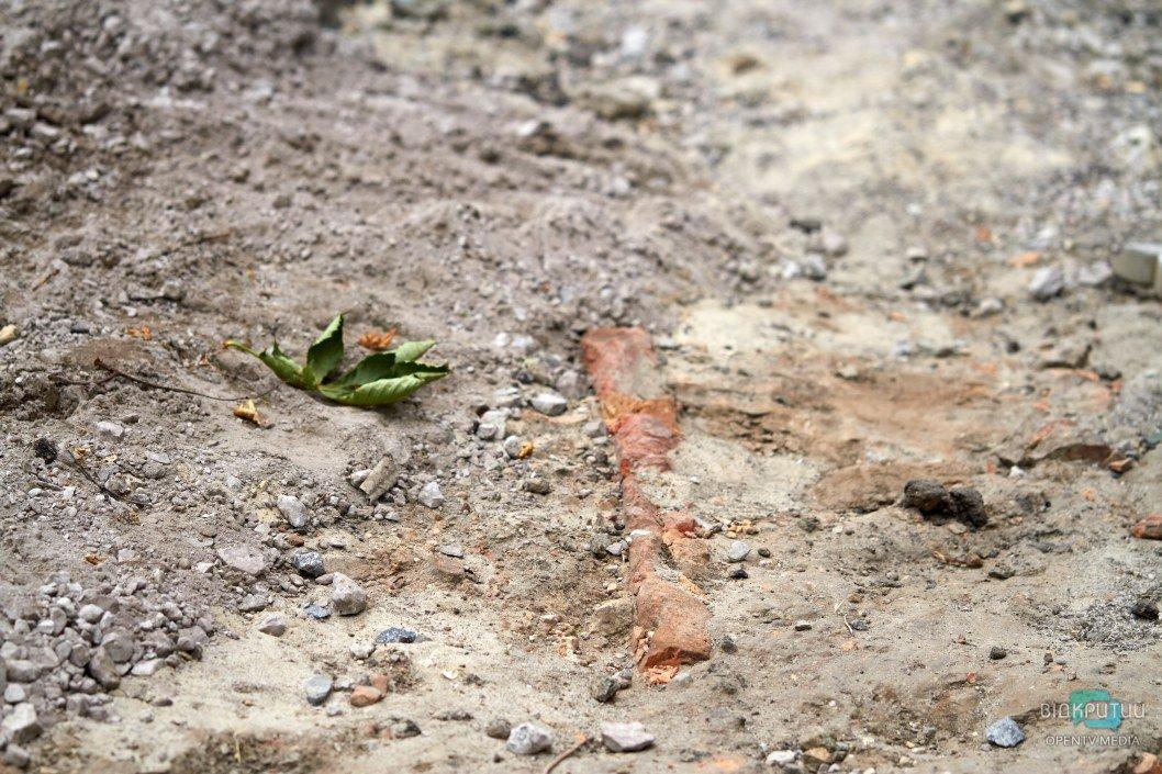 В центре Днепра нашли тротуар 100-летней давности (ФОТО)