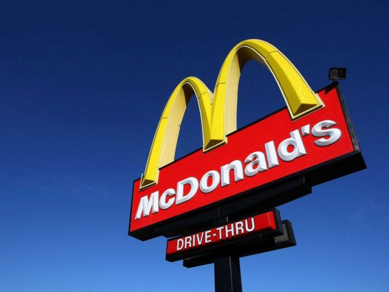 Я це люблю: в Днепре иномарка въехала в Макдональдс (ФОТО, ВИДЕО)