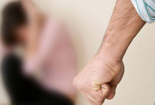В Каменском мужчина до смерти забил жену и сбежал