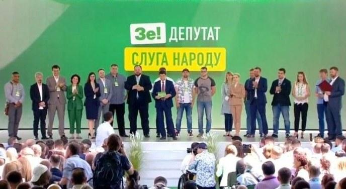 """Стипендия депутатам: днепровским """"слугам народа"""" доплачивали за обучение в шикарном отеле"""