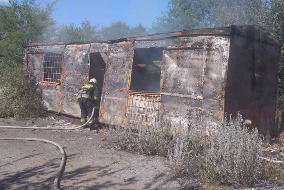 Пожар в Синельниково: горела металлическая постройка