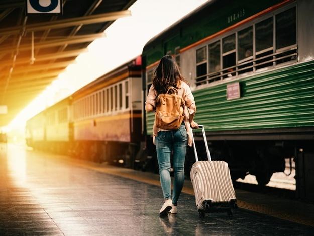 """Собирайте чемоданы в горы: """"Укрзалізниця"""" запустила поезд через Днепр в Западную Украину"""