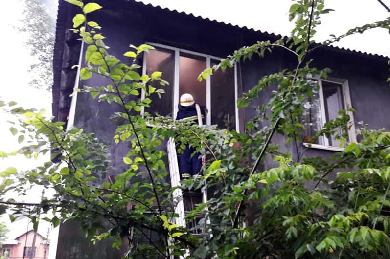 Сгорел жилой дом: в Каменском более 50-ти человек остались без крыши над головой (ВИДЕО)
