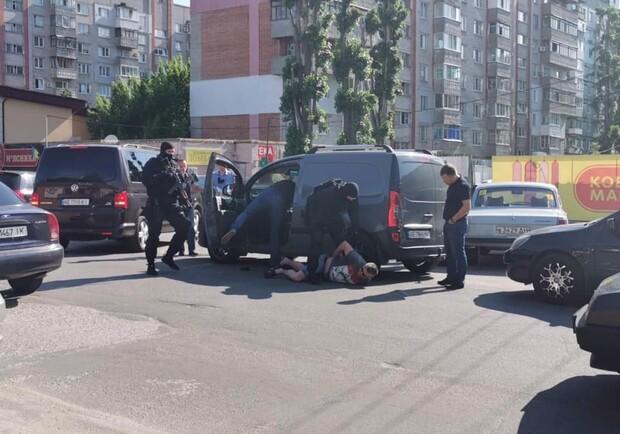 Маски-шоу в Днепре: полиция провела задержание преступников возле супермаркета