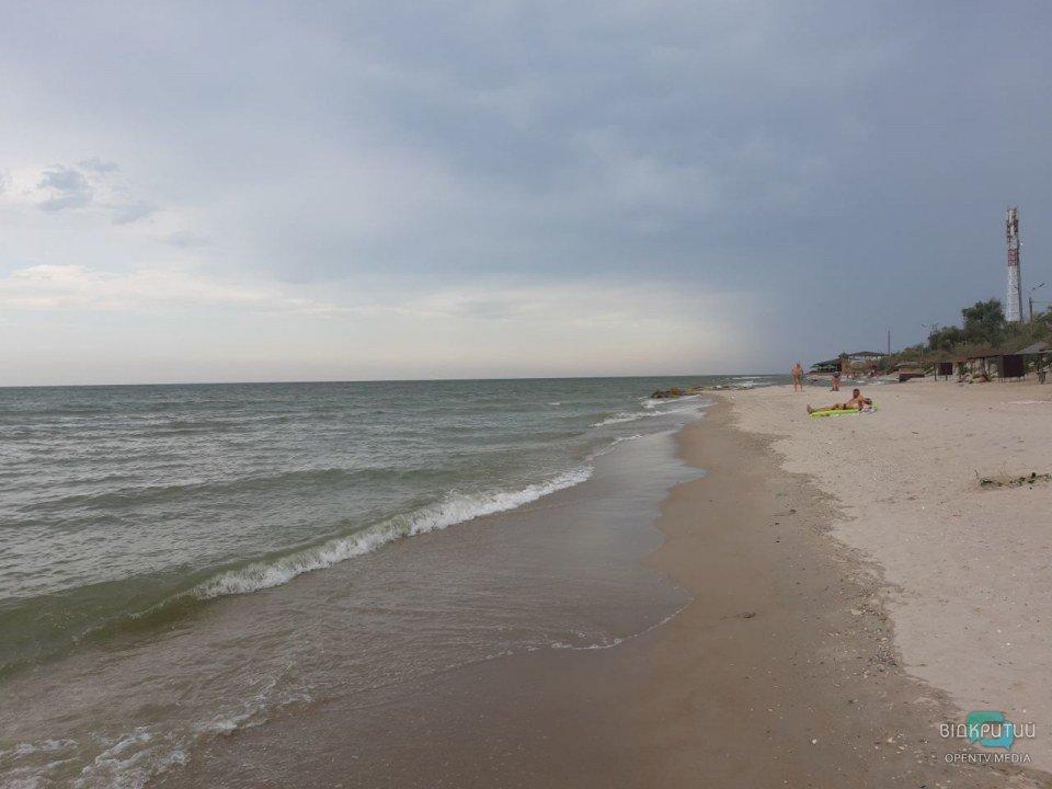 Не поплаваешь: на Азовском море массовое нашествие медуз (ФОТО, ВИДЕО)