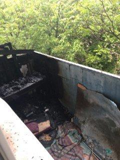 Местные сильно испугались: в Кривом Роге загорелся балкон душевнобольного соседа
