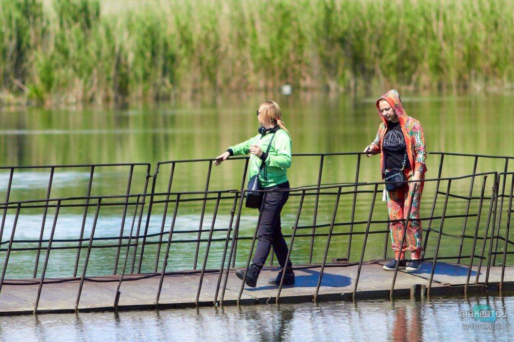 По тонущему мосту на Старой Игрени продолжают ходить люди (ФОТО)