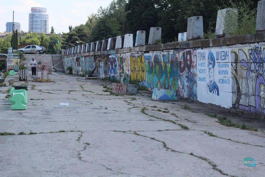 В Днепре закрасили граффити с Шухевичем: активист объявил о вознаграждении за информацию о вандалах