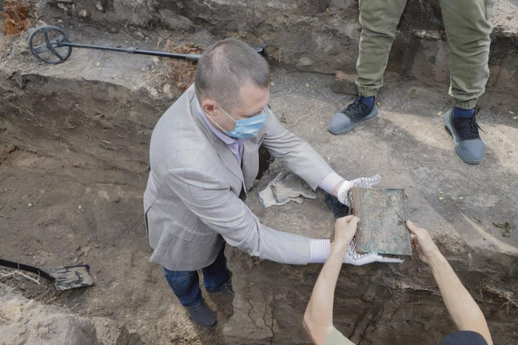 Раскопки Лазаревской церкви в Днепре: археологи нашли могилы священников и Евангелие