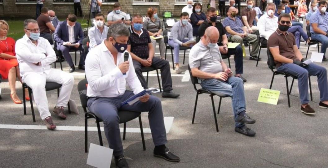 В масках и без прессы: в Днепре стартовала сессия горсовета