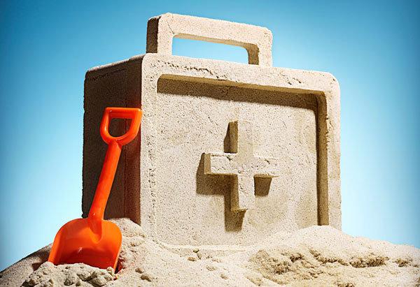 Наближається літня відпустка: що покласти в аптечку