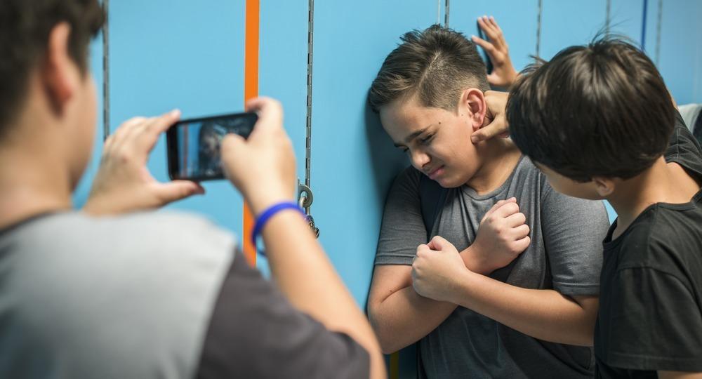 Школьный буллинг, что делать жертве и родителям